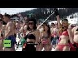 1800 Bikini-clad Russians Set Skiing World Record
