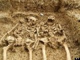 700-Year-Old Skeleton Couple Found Holding Hands, 'look's Like The Women Is Still Talking'