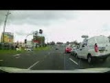 Amazing Police Response. Car Crash At Traffic Lights