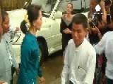 Aung San Suu Kyi Welcoms Angela Jolie To Myanmar