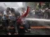 Anti-Obama Protesters Clash With Police In Manila