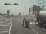 Big Tire Fell Off Tanker And Blocked By Driver From Rolling On Road