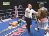 Boxer Hurts Shoulder In Last Round - Forced To Fight One Handed