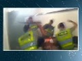 Brazil: Fan Is Beaten By Police In The Bathroom Of The Stadium