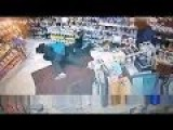 CCTV-Brave Man Made Robbery Fail In California