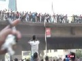 Egypt: Police Is Shooting And People Jump Off The Bridge
