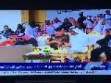 Emarati Prince Give Water To Saudi King