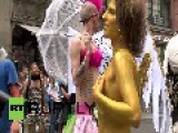 Germany: Trashy Protesters Mock Fashion Industry In Berlin