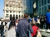 Guy Shows How Long The IPhone 6 Line Is In New York City