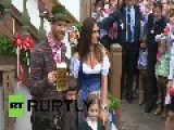 Germany: 'Super, Bayern!' Munich Stars Don Lederhosen At Oktoberfest Closing Party