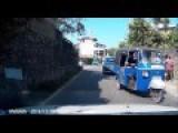 Impatient Rickshaw Driver Hit Motorcyclist