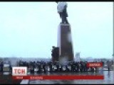 Local Authorities And Residents Defend Lenin Statue From Being Destroyed By Nationalists In Ukraine