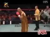 Muay Thai Fighter Knocks Out Shaolin Monk