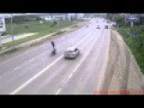 Motorcycle Rider Likes To Show Off In Traffic Until