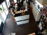 Man Robs And Assaults A Pregnant Woman Inside A Cell Phone Store