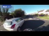 Motorcyclist Gets Sweet Revenge When Handing Back Driver's Dropped Wallet