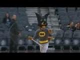 NBA Mascot Nets Bat Dec. 28, 2015
