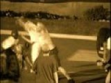 Professional Skateboarder Takes On 4 Punks In Fist Fight