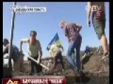 Pro-Kiev People In Eastern Ukraine Build Walls And Dig Trenches To Seal Borders With Russia