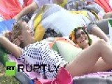 Russia: Muscovites Strip Off As The City Heats Up