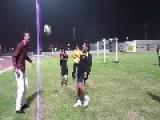 Robin Van Persie VS Diego Maradona Juggling
