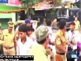 Rickshaw Overturns Spilling Passengers In Mumbai