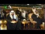 Saudi King Abdullah Catches A Pigeon