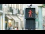 This Dancing Traffic Light In Lisbon Makes Waiting More Fun