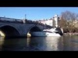 The Yacht Crashes Into The Richmond Bridge