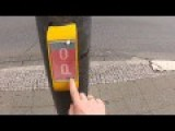 Traffic Light Lets You Play Pong