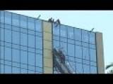 Window Washers Rescued From 21st Floor - Chile