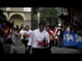 Guatemala Race Tests Waiters' Speed And Dexterity