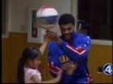 Harlem Globetrotter Visits Boys And Girls Club