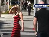 Anna Faris Gets Fanned For A Photoshoot On Rodeo