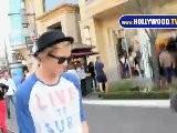Cody Simpson Camina Por The Grove
