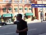 David O&#039 Hara Con Su IPhone En Beverly Hills