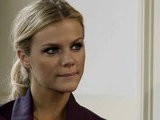 ELLE Fitness Workout Yoga With Brooklyn Decker: Shopping For Your Closet