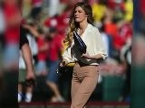 Erin Andrews Wears Mom Pants At Rose Bowl Game