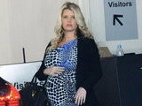 E! News Now Jessica Simpson Rocks Tight Dress