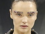 E! News Now Miranda Kerr&#039 S Bizarre Brows