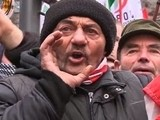 Hungarian Right Demands EU Exit