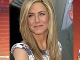 Jennifer Aniston & Justin Theroux Tell Friends: We&#039 Re Having A Baby!