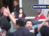 Lionel Richie Waves To The Crowds Of Fans