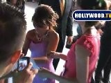 Paula Abdul Signs Autographs After American Idol Finals