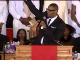 R. Kelly Singing I Look To You At Whitney Houston&#039 S Funeral!