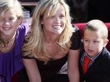 Reese Witherspoon Gives Kids &#039 The Talk&#039