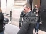 Robert Pattinson Y Cia. Saliendo De &#039 Louis Vuitton Fashion House&#039 En Paris Marzo 05