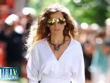 Sarah Jessica Parker Shows Off Bra!