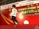 Sina Entertainment 钟舒曼母亲急抱孙子 与洪卓立黑白搭档很抢眼
