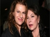 'Roseanne' Star Sandra Bernhard Slams Female Trump Supporters